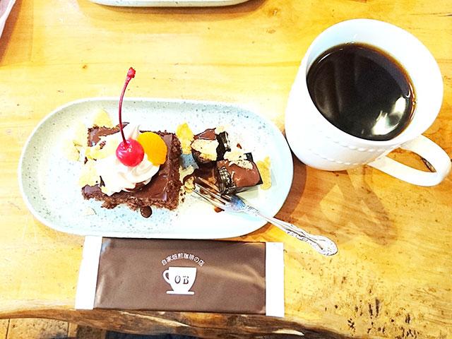 コーヒーはでかいがケーキは普通サイズ